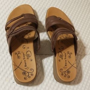 Jump Out 10M leather upper Bare Traps sandals